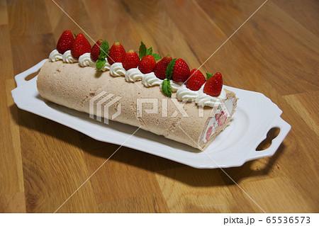 苺のロールケーキ 65536573