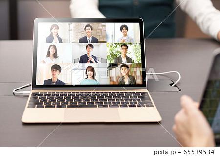 オンライン会議 オンラインミーティング ノートPC イメージ 65539534