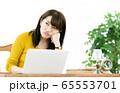 女性 パソコン ネガティブ 65553701