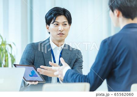 ビジネスシーン 会議 商談 65562060