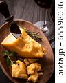 チーズと赤ワイン 65598036