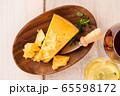 ワインとチーズ 65598172