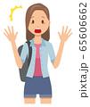ロングヘアーの若い女性が驚いている 65606662