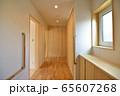 新築住宅 木造注文住宅の玄関ホール 65607268