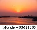 三浦半島から望むダイヤモンド富士(神奈川県 城ヶ島大橋より) 65619163