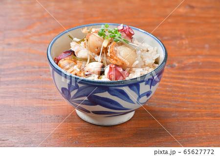 ベビーホタテと蛸(タコ)と刻み日高昆布の、海鮮炊き込みご飯。 65627772