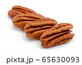 Pecan nut isolated on white 65630093