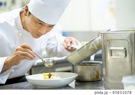シェフ コック レストラン 料理人 調理 料理 65631078