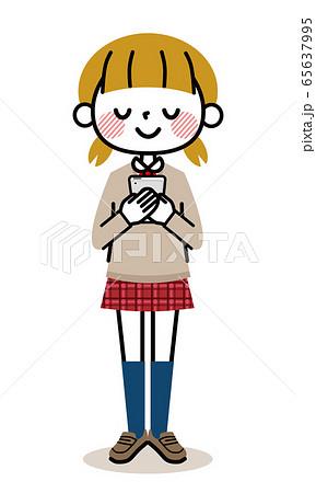 学生 女の子 スマホ 微笑む 65637995