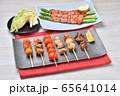 焼鳥、ヤキトリ、やきとり、焼き鳥、串焼きのセットイメージ。 65641014