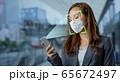 顔認証 マスクをした女性 65672497