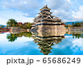 長野県松本市 紅葉時期の松本城 65686249