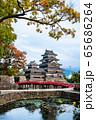 長野県松本市 紅葉時期の松本城 65686264