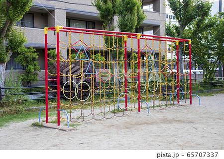 公園の遊具/鎖のジャングルジム 65707337
