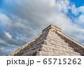 メキシコ チチェン・イッツァの遺跡 ククルカンの降臨の日 65715262