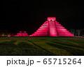 メキシコ チチェン・イッツァの遺跡 ライトアップ 夜 65715264