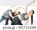 フィットネス エアロビ ダンス スポーツジム 女性 エクササイズ 65715498