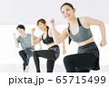 フィットネス エアロビ ダンス スポーツジム 女性 エクササイズ 65715499