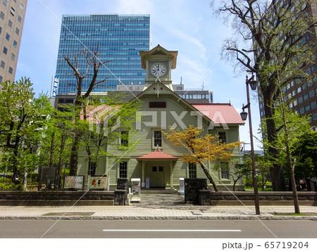 札幌市時計台と周辺のビル群 北海道札幌市中央区 65719204