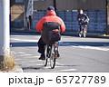 自転車に乗るシニア 65727789