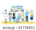 介護施設 車椅子のおじいちゃんと介護スタッフ 65736851