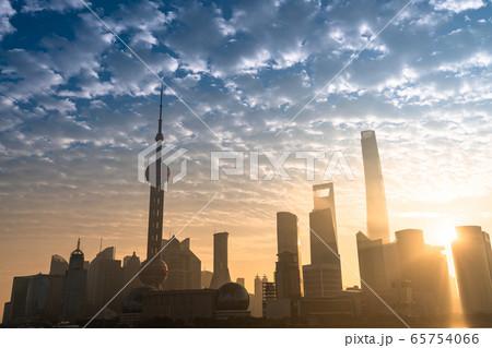 《上海》上海の夜明け・中国経済の中心 65754066