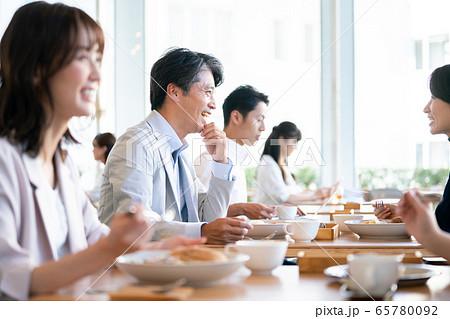 レストラン 食事 ランチ カフェ 食べる 外食 料理 65780092