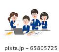 グループで課題を解決する学生 65805725