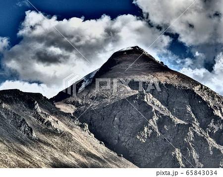 モンゴルで愛される山・オトゴンテンゲル 65843034