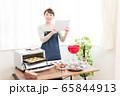 お菓子作り 女性 65844913