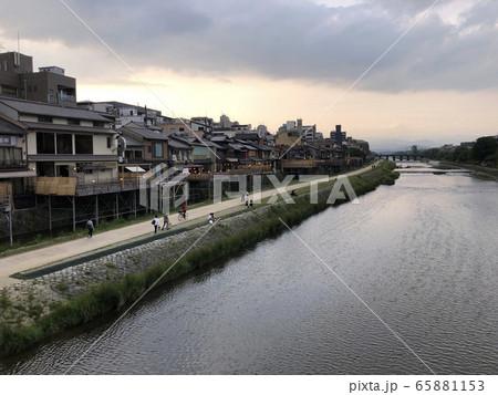 新型コロナで営業自粛の京都の川床 65881153