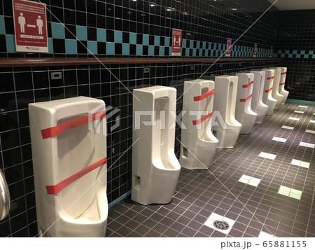 感染対策が取られたトイレ 65881155