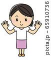 女の子01_01(笑顔・両手をあげる・パー・全身・女性) 65910736