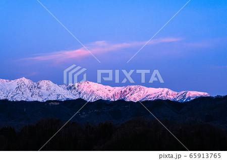 小川村から望む初冬の白馬三山(夜明け) 65913765