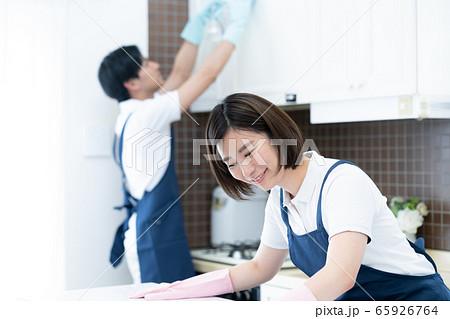 家事代行 男女 キッチン 清掃 65926764