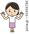 女の子01_01(困り顔・両手を上げる・全身・女性) 65956786