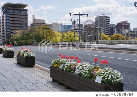 原爆ドームと相生橋 65979764