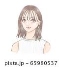 メイクをしている女性 65980537