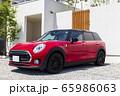 建物_新築住宅、赤い自動車、玄関、アプローチ 65986063