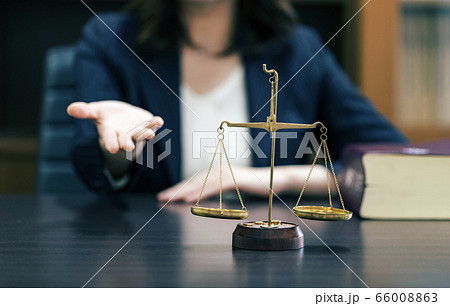 弁護士 女性 イメージ 66008863