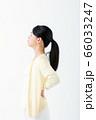 腰痛 若い女性 66033247