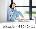 ライフスタイル 若い女性 66042411