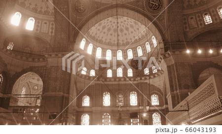 世界一美しいモスク-ブルーモスク(イスタンブール)の内部 66043193