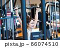 若い女性、スポーツジム 66074510