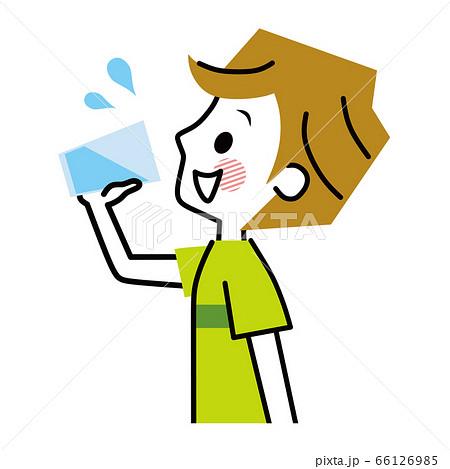 水を飲む男性 水分補給 66126985
