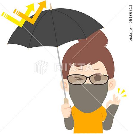 日除けグッズでバッチリ日焼け・紫外線対策する女性 66136813