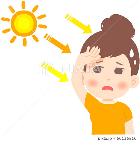 強い日差しと紫外線を避けながらうんざりする女性 66136816