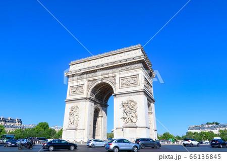 凱旋門 パリ 66136845