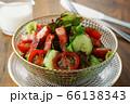 レタス、トマト、キュウリと厚切りベーコンのサラダ 66138343
