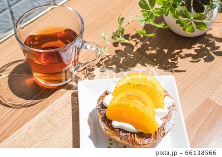 紅茶とオレンジデニッシュでティータイム 66138566